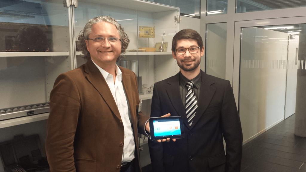 Michael Kohlfürst von PromoMasters und FH Salzburg Student Michael Legat bei der Präsentation der Bewertungs App Check-it-Out